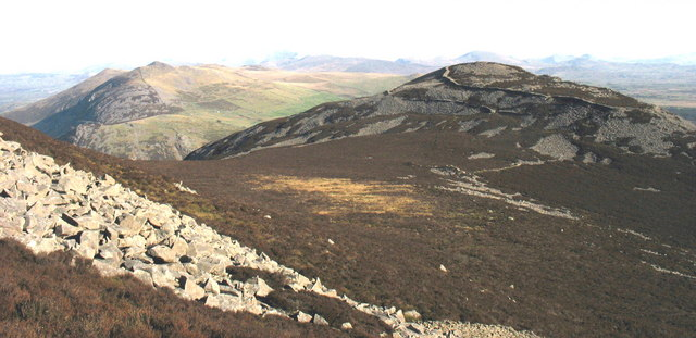 View down to the col between Yr Eifl and Tre'r Ceiri