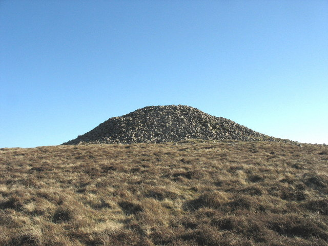 Approaching the Carnguwch cairn from the north