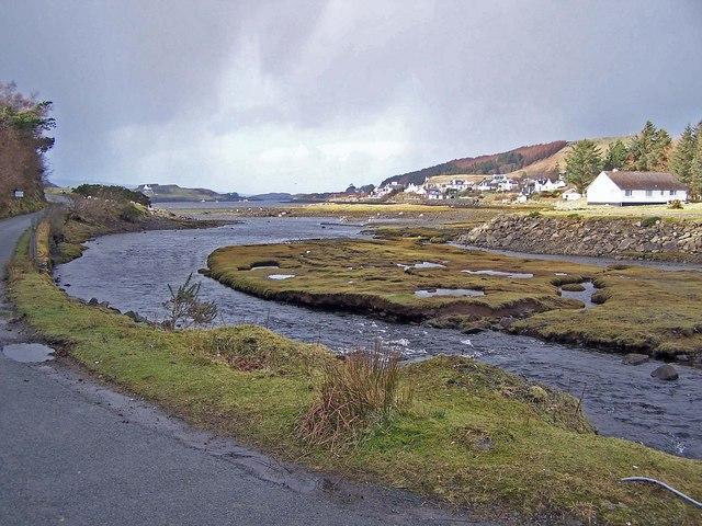 Abhainn an Lòin Mhòir enters Loch Dunvegan