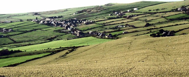 Pentra Llithfaen village from the subsidiary summit of Mynydd Carnguwch