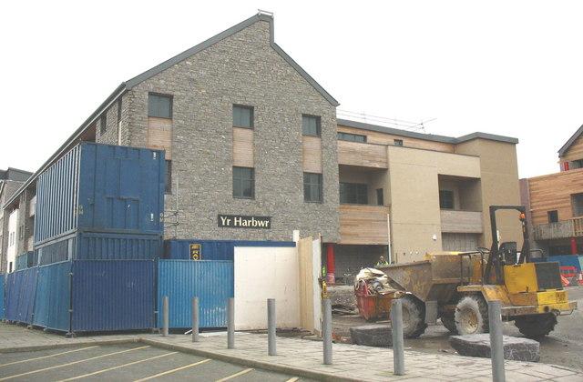 Work in progress on Yr Harbwr - a pub in the Doc Fictoria development