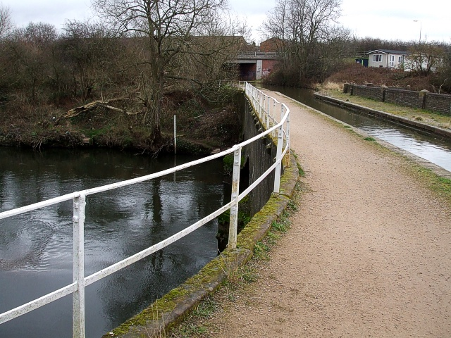 Coventry Canal aqueduct over River Tame