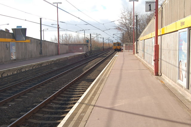 Byker Metro - train approaching