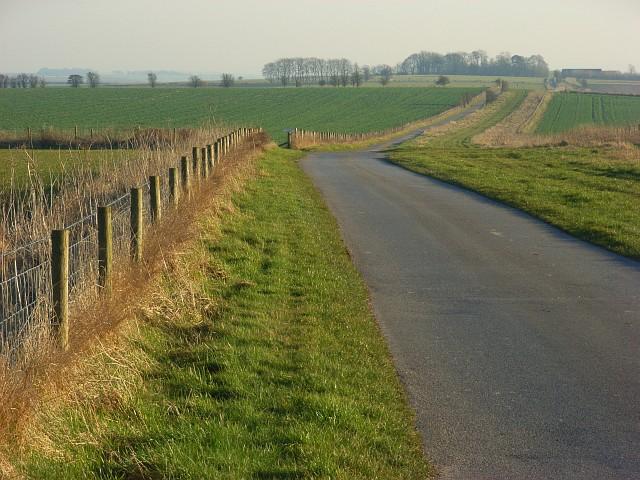 Farm road north of Sheepdrove Farm