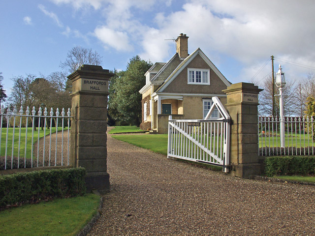 Braffords Hall entrance gate and lodge