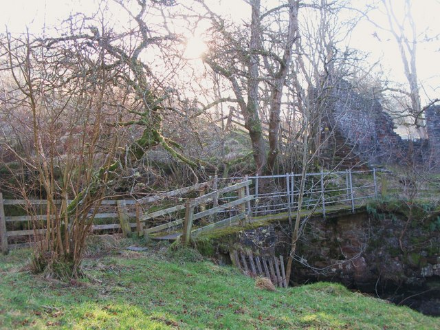 Footbridge over Wellhope Burn