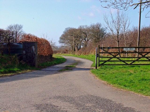 Lane to West Farm, Walton East