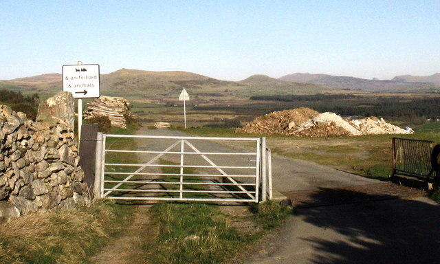 Cattlegrid and animal access gate on the Carnguwch Fawr road