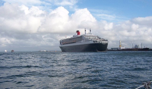 Queen Mary 2-Southampton Water