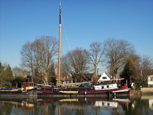 Restored Barge, Runnymede