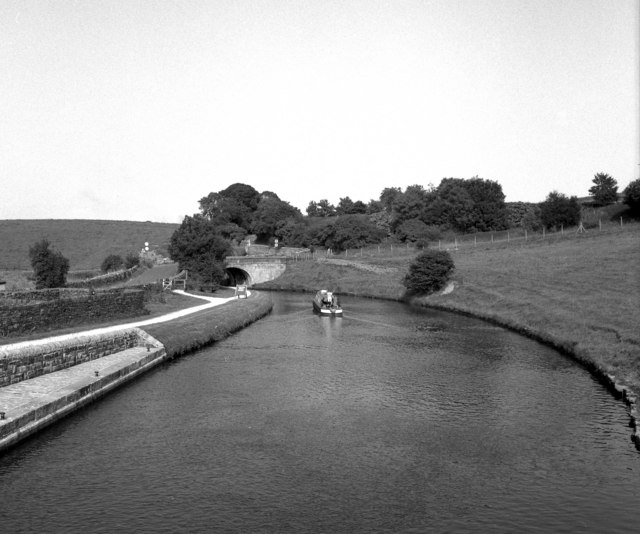 Leeds and Liverpool Canal, Greenberfield