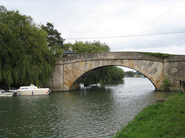 Ha'penny Bridge Lechlade from the upstream Thames Path