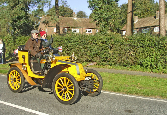 1904 Bolide passing through Staplefield on the 2006 London to Brighton Veteran Car Run