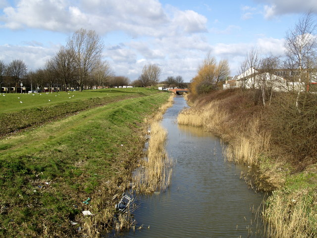 Barmston Drain... complete with rubbish