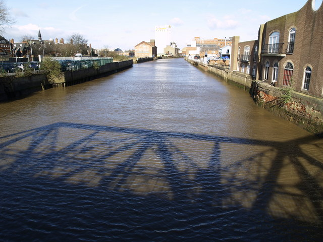 The River Hull and North Bridge's Shadow