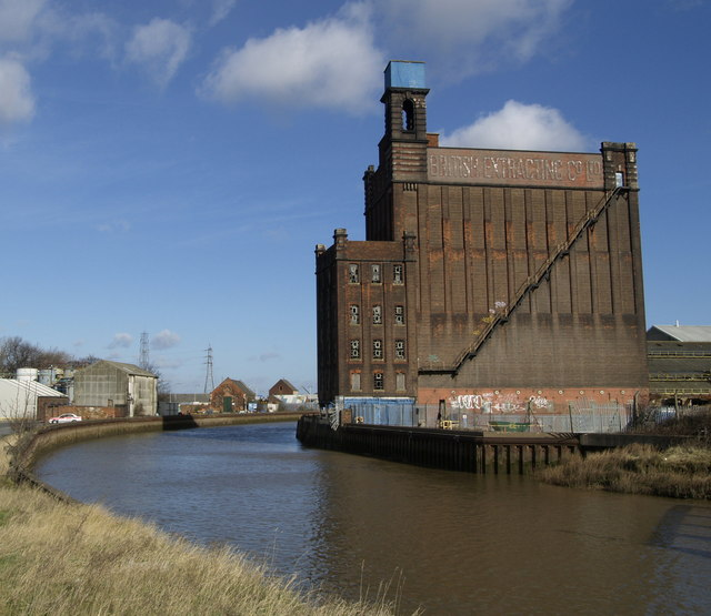 Silo next to the River Hull