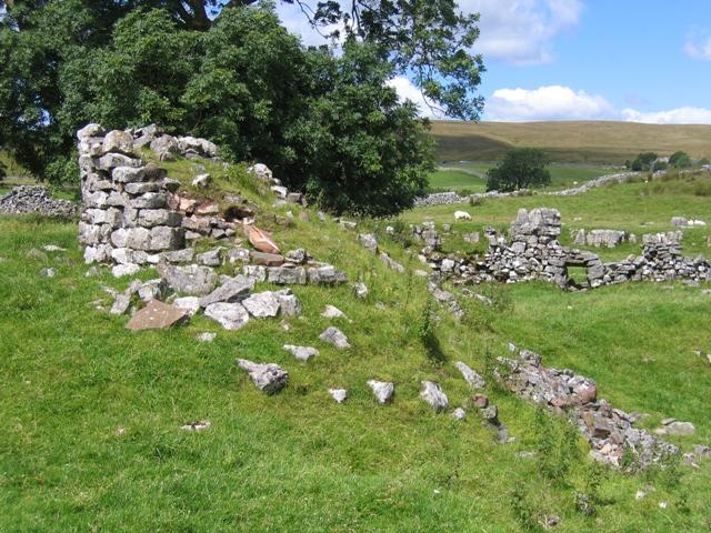 Ruined limekiln near Thorns