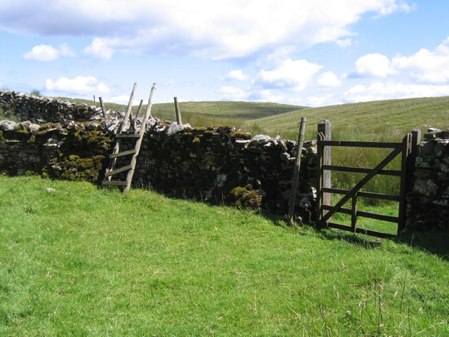 Stile and gate for the Ribble Way at Thorns