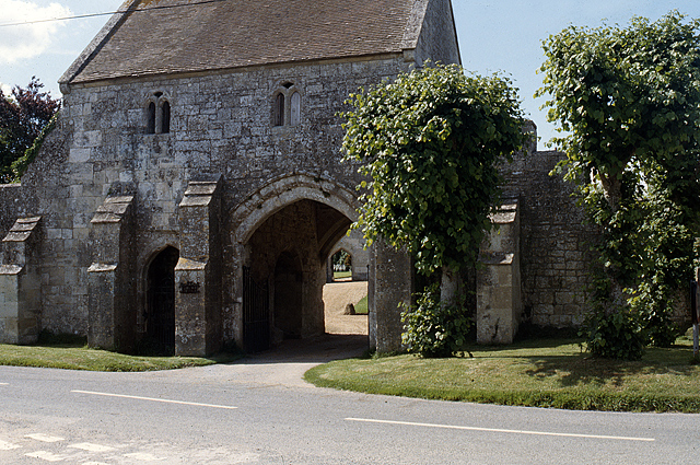 Outer Gatehouse at Place Farm - Tisbury