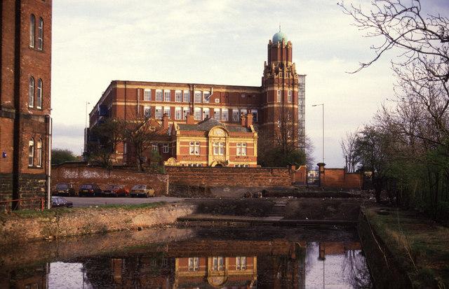 Broadstone Mill, Reddish