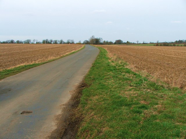 The unfenced road between The Old Mill and Watergate Farm