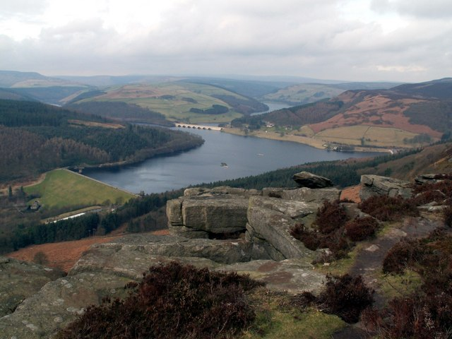 Great Tor on Bamford Edge looking to Ladybower Reservoir
