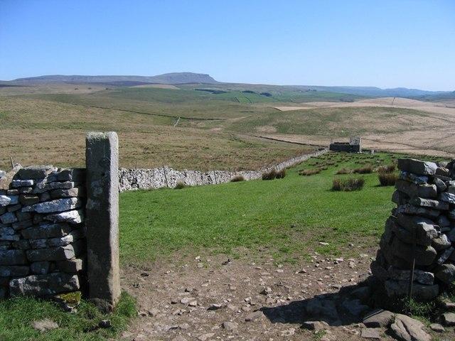 The Ribble Way towards Back Hools Barn
