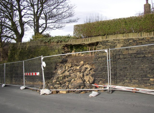 Collapsed wall, Green Cliff, Honley