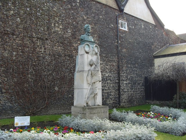 Edith Cavell Memorial, Tombland