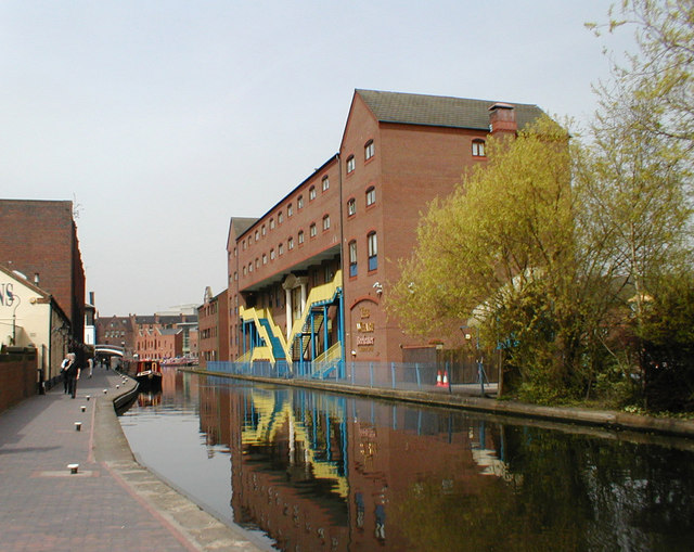 Canal between The Mailbox & Gas St basin