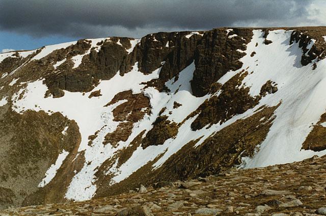 The northern cliffs of Cairn Lochan