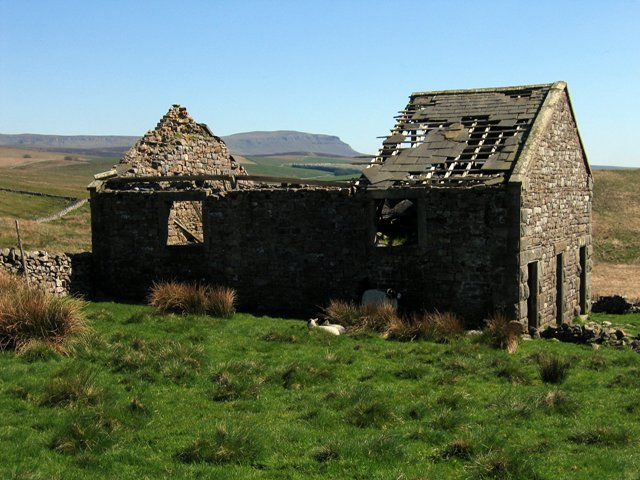 Back Hools Barn and Pen-y-ghent