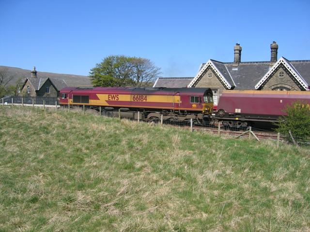 EWS 66184 at Ribblehead station
