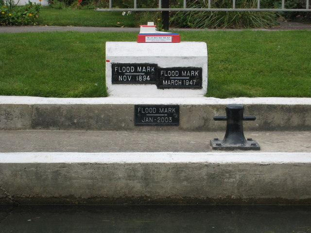 Flood marker at Pinkhill Lock on the Thames