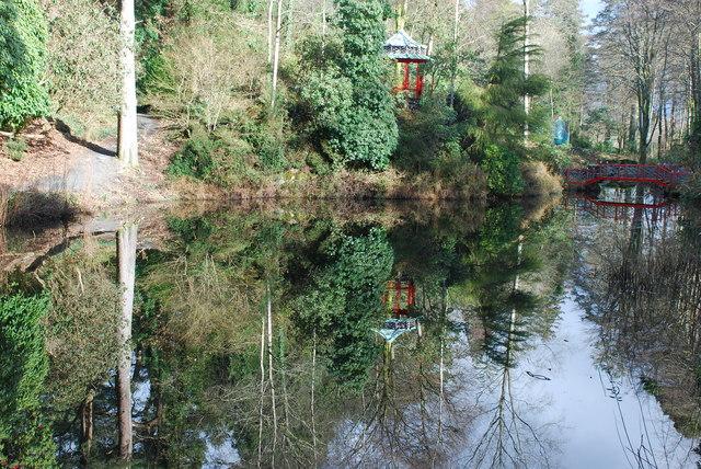 Pagoda a Phont Tsieineaidd Portmeirion Chinese Pagoda and Bridge
