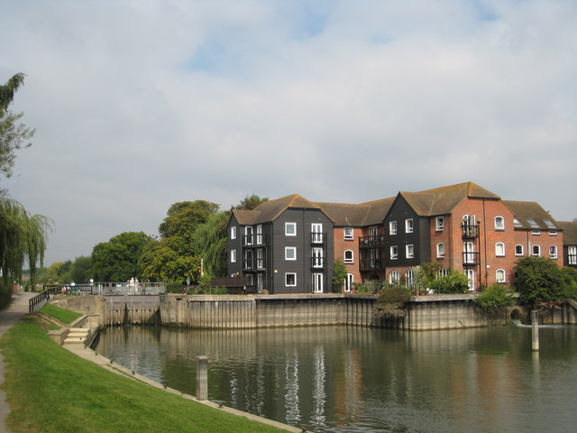 New flats at Sandford Lock on the Thames