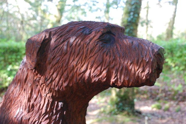 Cerflun Ci Portmeirion Carving of a Dog