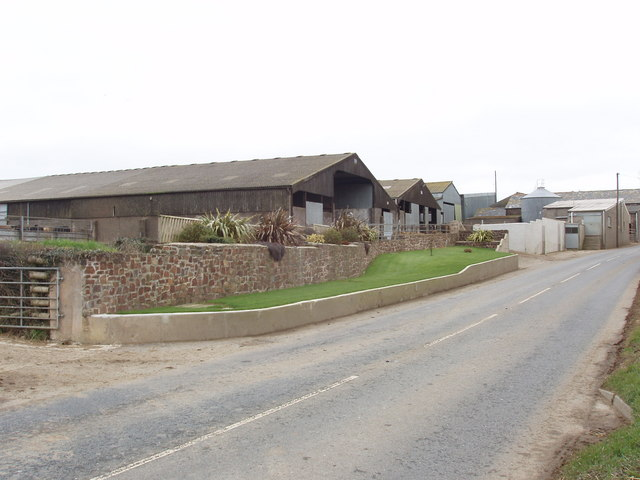 Buttsbear Cross farm buildings
