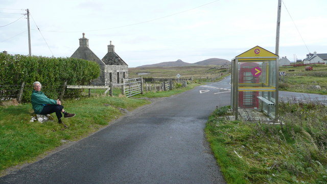 Bus shelter and road junction at Greinetobht
