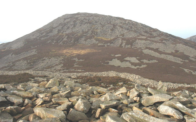 The high wall guarding the north-western side of the fort viewed from the Bronze Age cairn