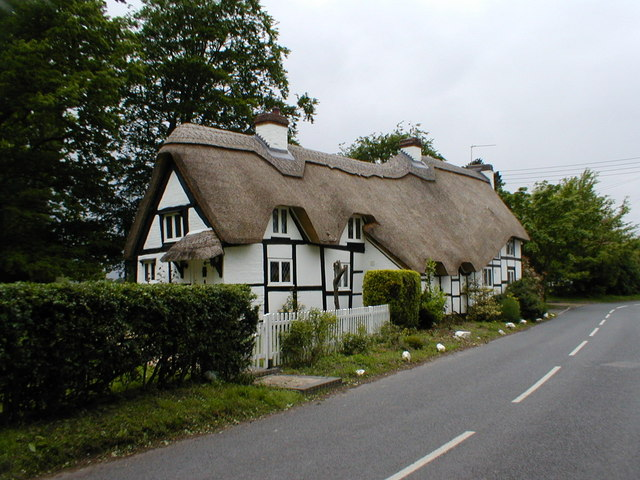 Thatched cottage in Peopleton.