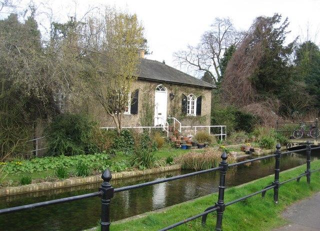 Botanic Gardens cottage & Hobson's Brook