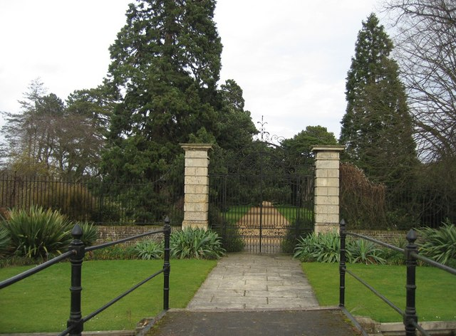Former entrance to Botanic Garden