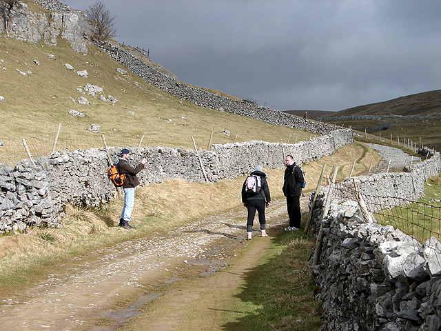 Walking to Pen-y-ghent