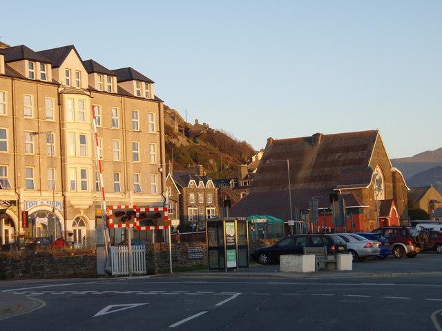 Railway Crossings looking towards Dragon Theatre, Barmouth