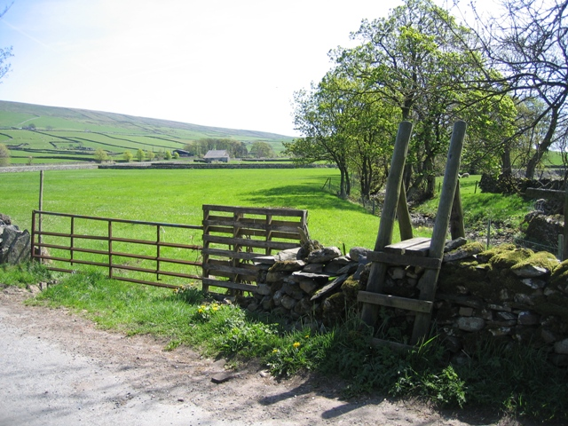 Stile and footpath near Horton Beck