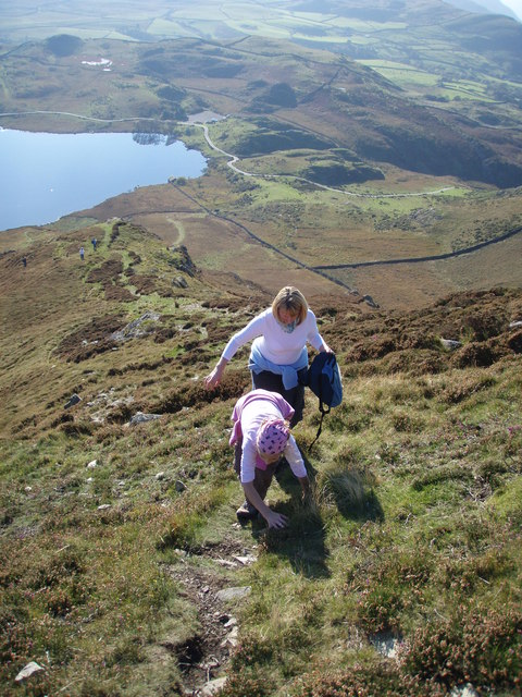 Scramble to the top (Cefn Hir) above Cregennen lakes