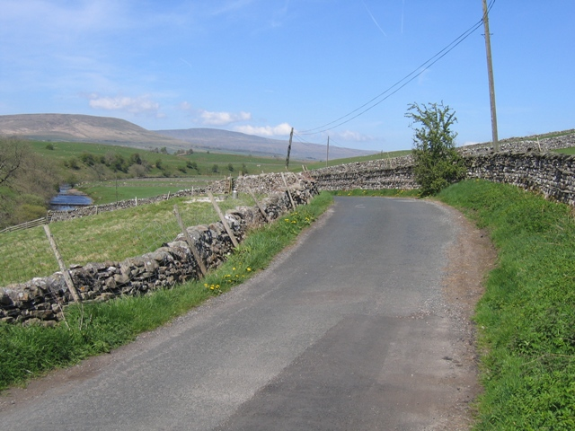 The road to Newhouses