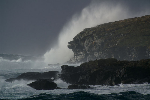 Wave breaking on Round Holm