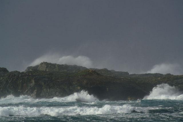 Waves breaking on Lang Holm
